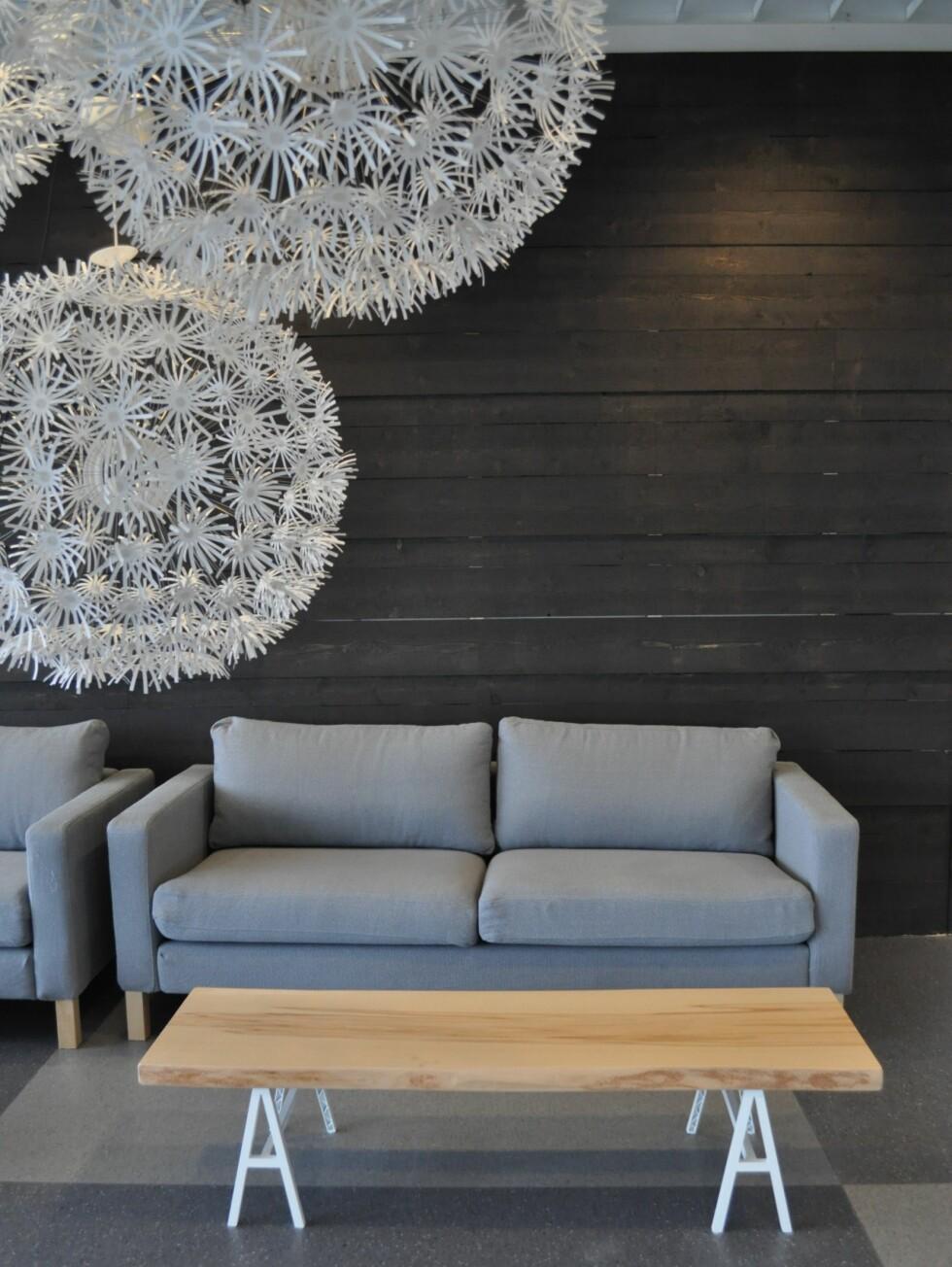 Fra Ikeas PS-kolleksjon. Løvetann-lampen gir fine lyseffekter, om du har tålmodighet til å sette den sammen ...  Foto: Ikea
