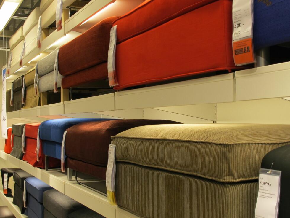 Stort utvalg av stiler og stoff. Her puffer fra sofa-avdelingen. Foto: Ikea