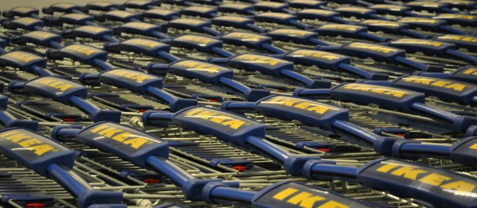 Tusenvis av handlevogner står klar til å ta imot mellom 1,5 og 2 millioner kunder i året. Foto: Ikea