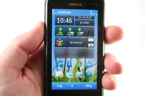 ENKELT OG GREIT: N8 har tre hjemskjermer, som du kan sette opp mer eller mindre som du vil. Foto: Øivind Idsø