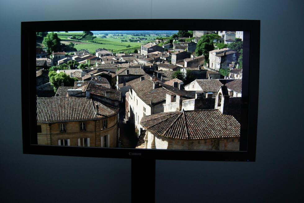 Canons Ultra HD-skjermer har en oppløsning på 3840x2160 (4K) fordelt på 30 tommer. Det blir åtte megapiksler, og bildet er usedvanlig skarpt. Foto: Pål Joakim Olsen