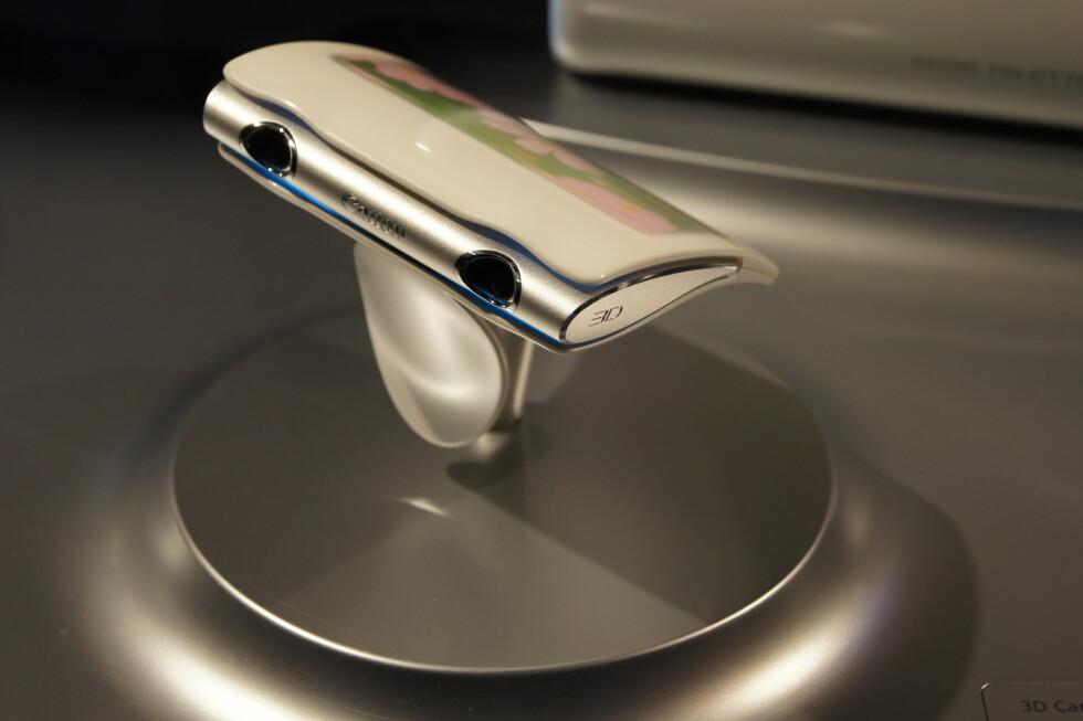 Du gjettet riktig - slik ser Canon for seg at et 3D-kompaktkamera skal se ut i fremtiden. Foto: Pål Joakim Olsen