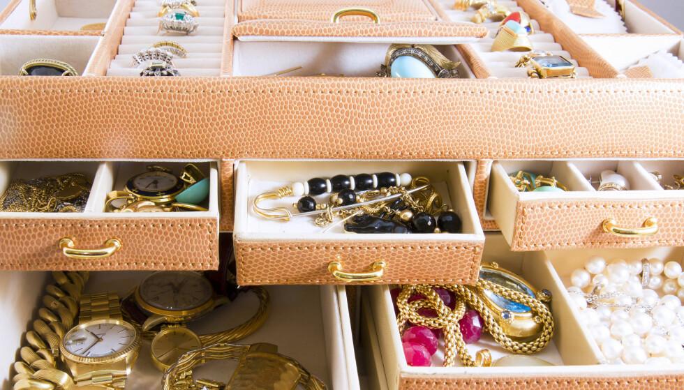 SKATTER I SKUFFEN: Gullkjeder, gullklokker og gamle gifteringer fra tidligere eksteskap. Alt smamen kan omsettes for gode penger. (FOTO: SHUTTERSTOCK/SCANPIX NTB)