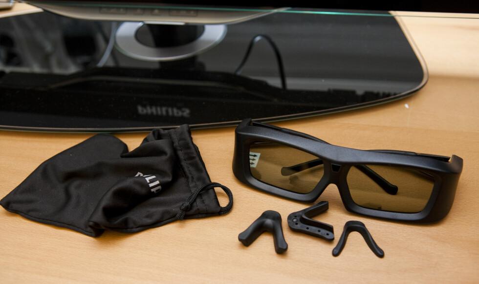 Her er 3D-brillene, legge merke til neseklyper i ulike størrelser