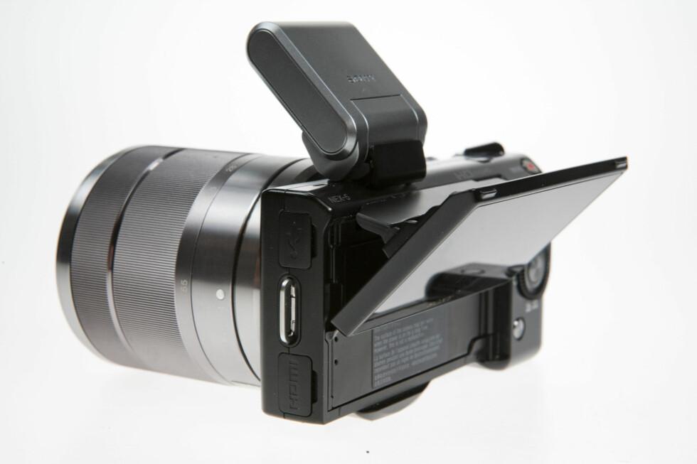 Sony NEX-5 er verdens minste systemkamera med APS-C-sensor. Foto: Per Ervland
