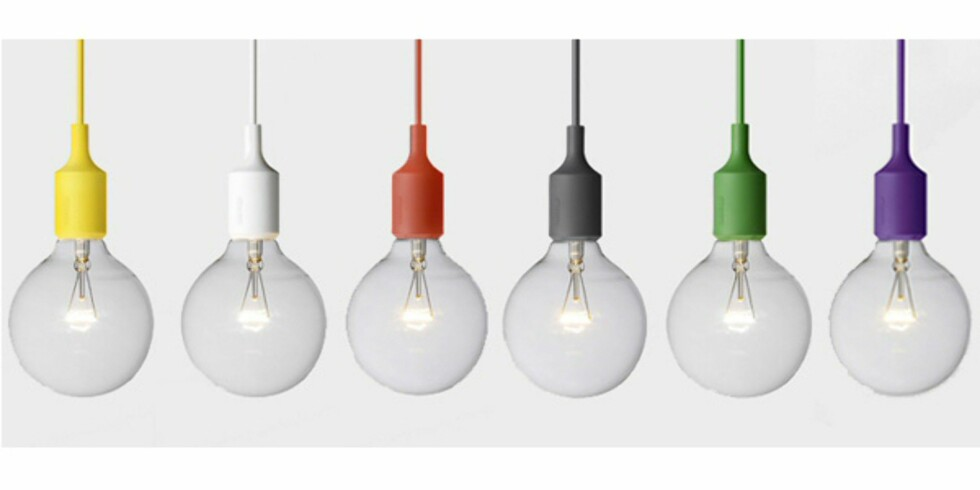 Lampene fra Muuto kommer også i fargene gult og lilla.  Foto: Muuto