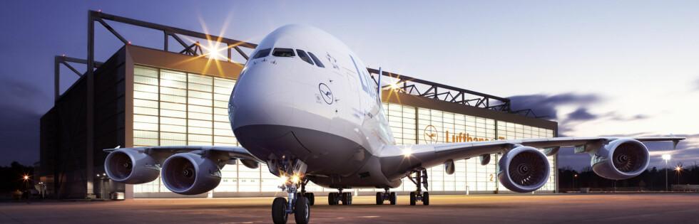 Her står en av Lufthansas giganter utenfor terminalbygget i Frankfurt. Foto: Lufthansa