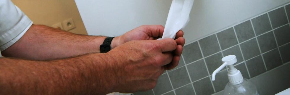 Er du nøye med å tørke hendene etter håndvasken? Foto: colourbox.com