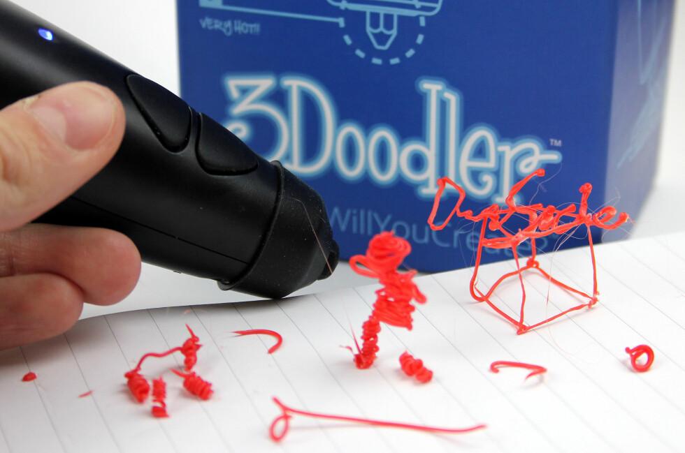 JO, JO: Vi er ikke voldsomt stolte av hva vi har fått til med 3Doodler foreløpig, men gøy var det.  Foto: OLE PETTER BAUGERØD STOKKE