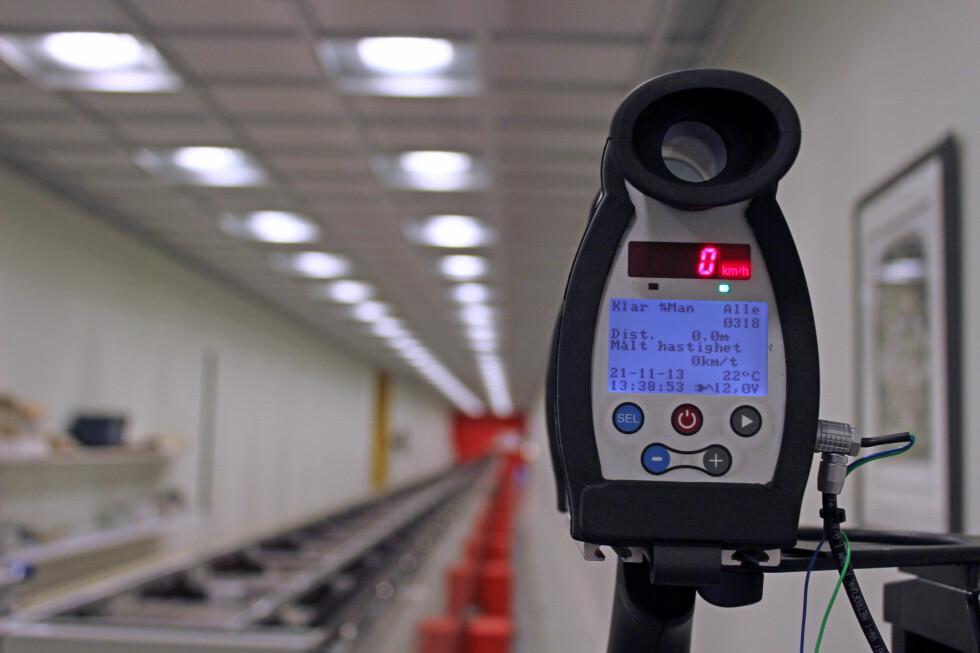 Politiets laserfartsmåler til kontroll hos Justervesenet.  Foto: Kristin Sørdal