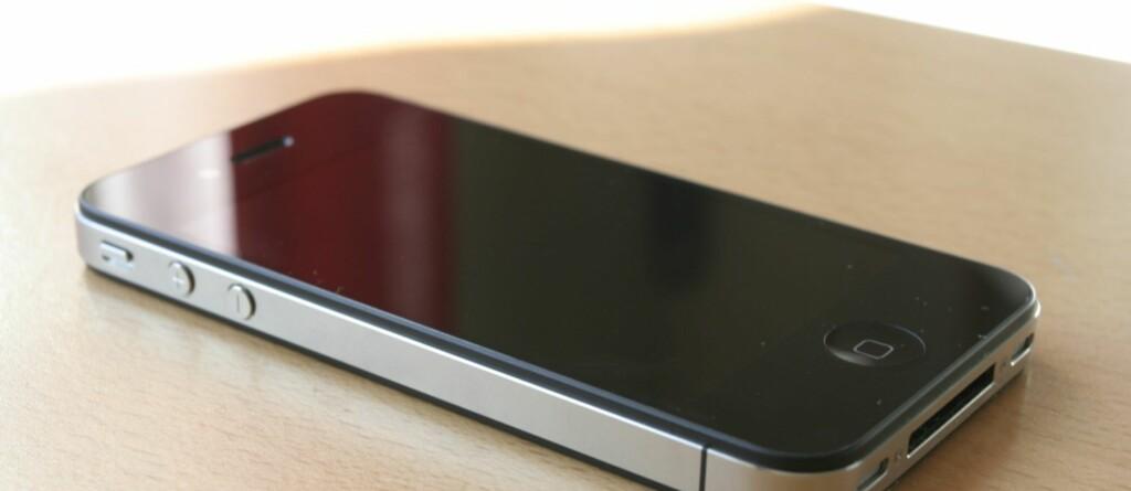 Mange nordmenn sitter allerede med den nye iPhone-versjonen, men de ettertraktede nye SIM-kortene må skaffes fra mobiloperatøren. Foto: Øivind Idsø