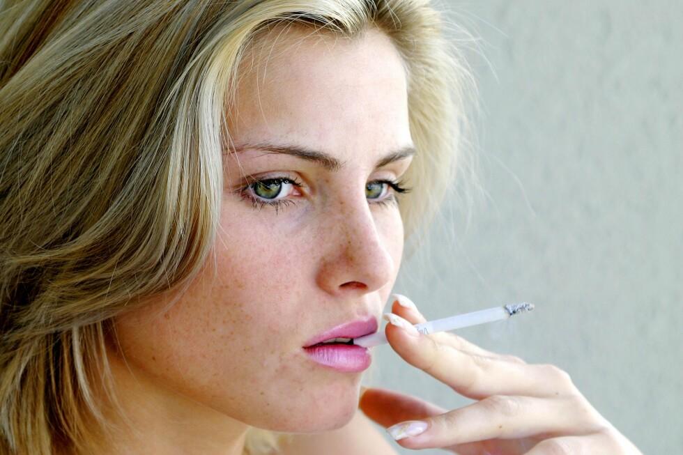 VIL DU SLUTTE? Ikke vær redd for å tenke på røyk mens du prøver å trappe ned. Et nytt studie viser nemlig at dersom du undertrykker tankene dine, kan du risikere å røyke mer enn du gjorde. Foto: Panther Media