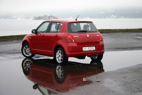 Dette bildet ble tatt da DinSide testet femte generasjon Suzuki Swift våren 2006. Vi lot oss sjarmere av den firehjulsdrevne småbilen. Foto: Jogrim Aabakken
