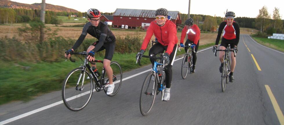 Både syklister og bilister må ta hensyn. Her i Maridalen i Oslo som domineres av syklister Foto: Cato Steinsvåg