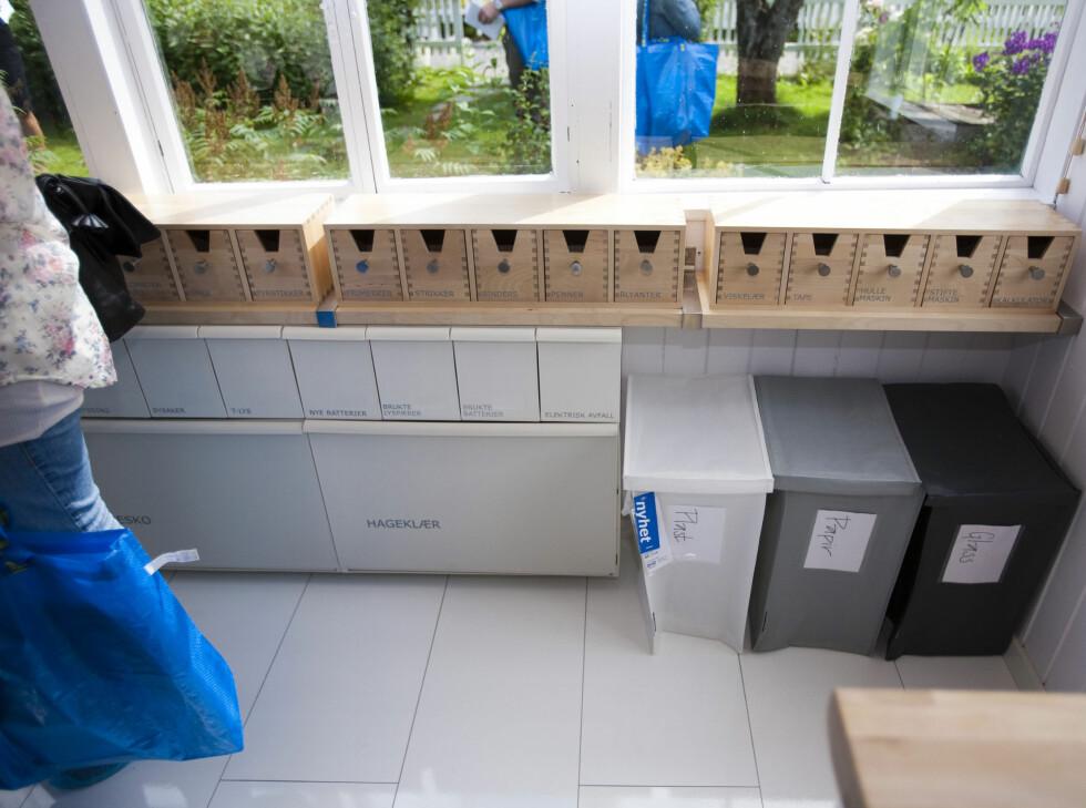 RYDD I ROTET: Her er diverse løsninger fra Ikeas sortiment montert sammen til et ryddig sammensurium for å få rot i skrotet. Foto: Per Ervland