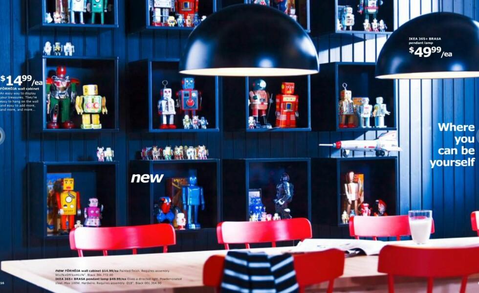 Mørke interiører og sterke farger preger årets katalog.  Foto: Ikea.com