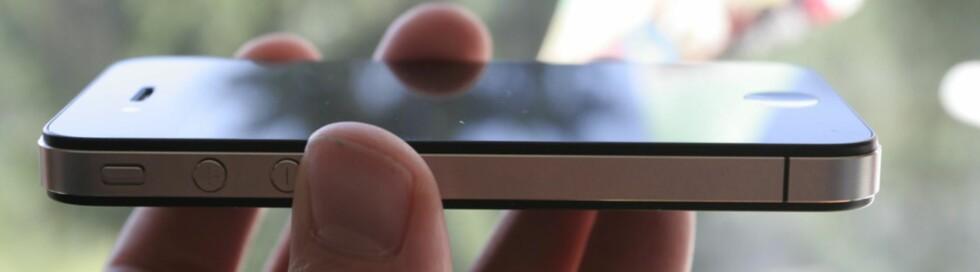 TYNNEST? Apple påstår de har laget verdens tynneste smartmobil. iPhone 4 er i alle fall langt tynnere enn iPhone 3G og 3GS. Foto: ØIVIND IDSØ