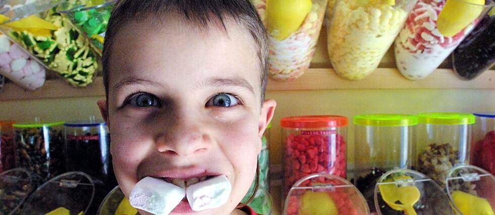 Azo-fargestoffer må nå merkes: Det er hovedsaklig godteri, brus og is som inneholder fargestoffene som kan føre til hyperaktivitet og mangel på konsentrasjon. Foto: colourbox.com