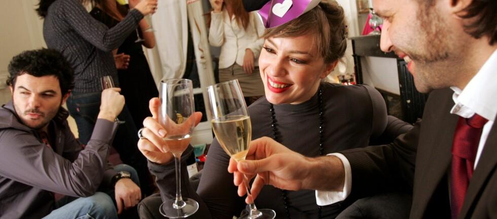 HØY MUSIKK GIR HØYERE ALKOHOLINNTAK: De franske forskerne har to teorier om årsaken. Gjetter du hvorfor? Se lenger ned i saken.