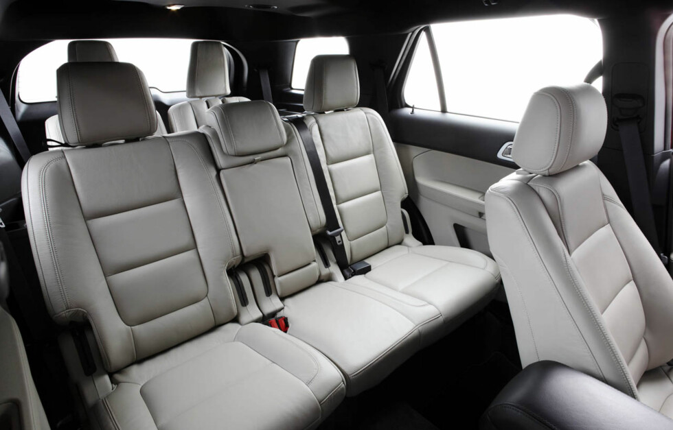 2011 Ford Explorer: Explorer second row seating offers industry-exclusive inflatable rear seatbelts. (07/26/2010) Foto: Wieck