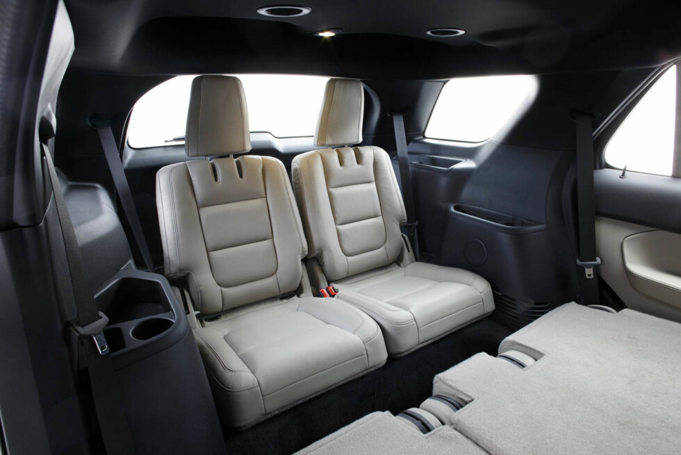 2011 Ford Explorer: Explorer second-row seats fold flat for easy cargo loading. (07/26/2010) Foto: Wieck