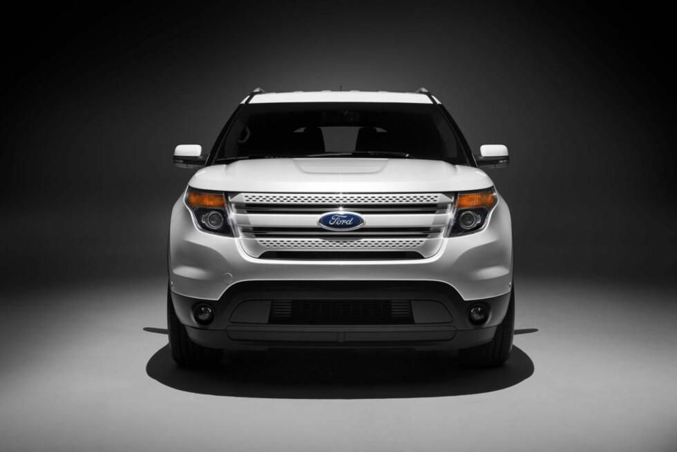 2011 Ford Explorer: The all new Explorer features a weight-saving aluminum hood. (07/26/2010) Foto: Wieck
