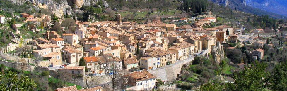 Moustiers-Sainte-Marie er en av de fineste landsbyene i Provence. Foto: Wikimedia Commons