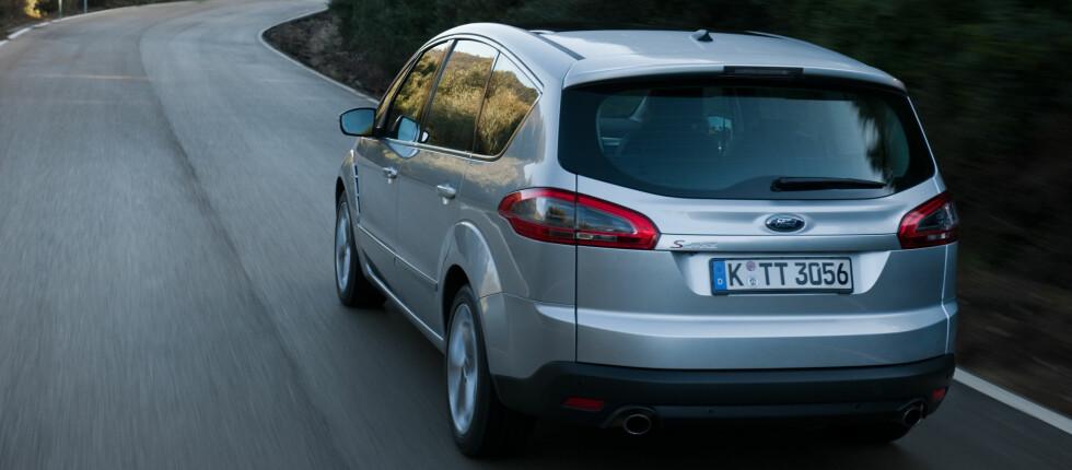 Ford S-max er blant bilene som også i Norge kan kjøres uten tente baklys Foto: FORD