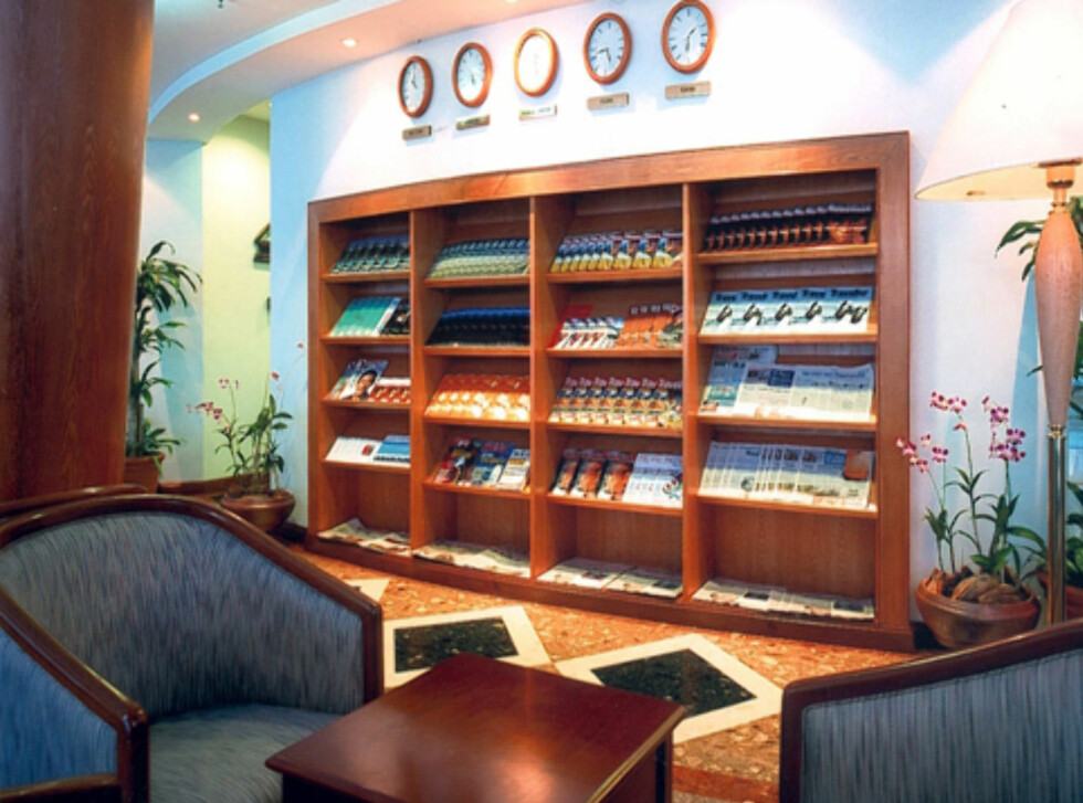Velg blant aviser og lesestopp på Plaza Premium Lounge i Kuala Lumpur. Foto: Priority Pass