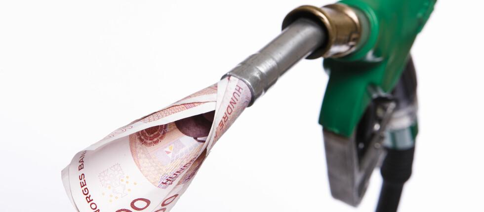 FERIEDRIVSTOFF: Sjekk hvor det betaler seg å fylle full tank på bilferie. Foto: Colourbox.com