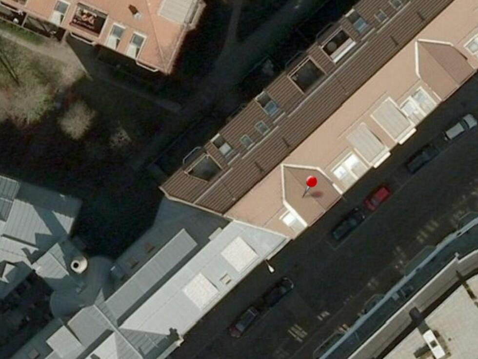 ... så vi bestemte oss for å bruke kartet i Finn.no - og valgte flyfoto. Her stemmer himmelretningene, så vi kan anta at balkongen vender mot nordvest.  Foto: Finn.no
