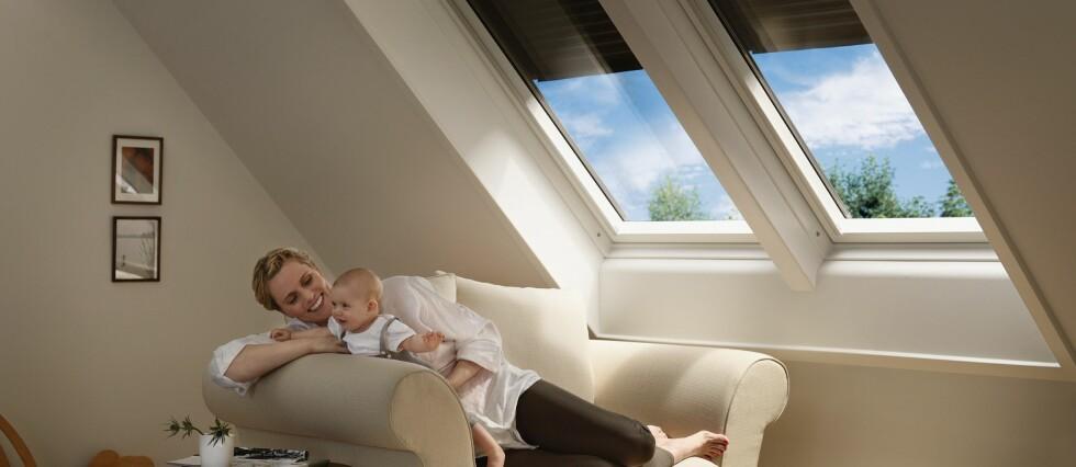 Med gode persienner eller blendingsgardiner stenger du solen og varmen ute når du ikke er hjemme.  Foto: Velux
