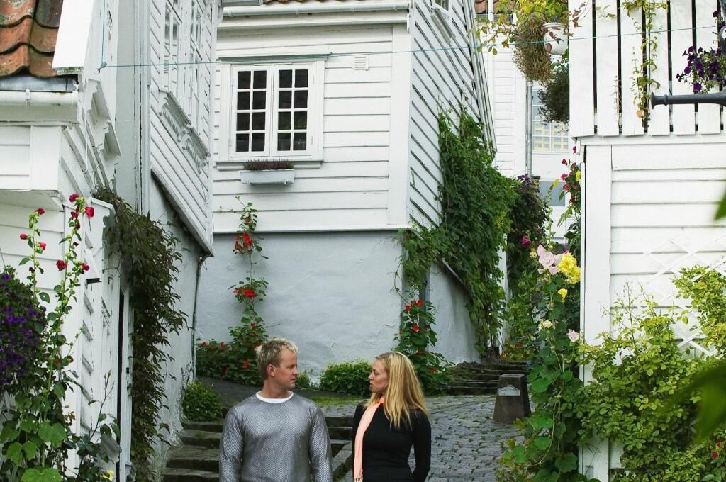 I Stavanger finner du alt, fra det helt moderne til pittoreske gamle trehus, slik som på bildet over. Og det siste året har prisene steget med hele 9 prosent.  Foto: Marte Kopperud/Innovation Norway