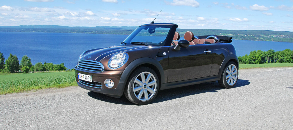 Mini Cooper tar seg godt ut som kabriolet med harmoniske former Foto: Cato Steinsvåg