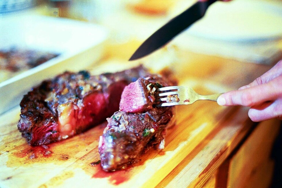 SPICY GRILL: Du gjør lurest i å krydre maten din selv. Foto: Colourbox