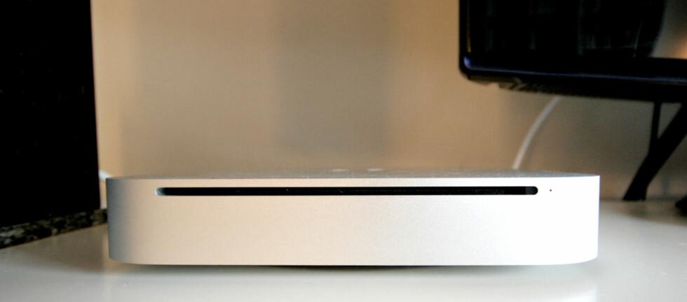 PENT: Ikke en gang garvede elektronikk-i-stua-hatere bør ha store problemer med å sette nye Mac Mini i stua. Foto: Øivind Idsø