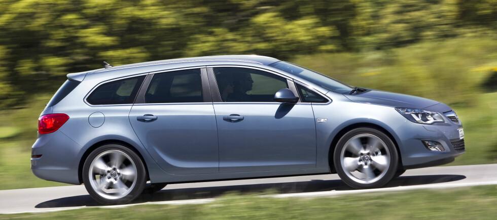 Med en statpris på 225.000 kroner, kan nye Opel Astra bli et meget rimelig og spennende alternativ til mellomklasse-stasjonsvogner som Avensis, Mondeo og Passat.