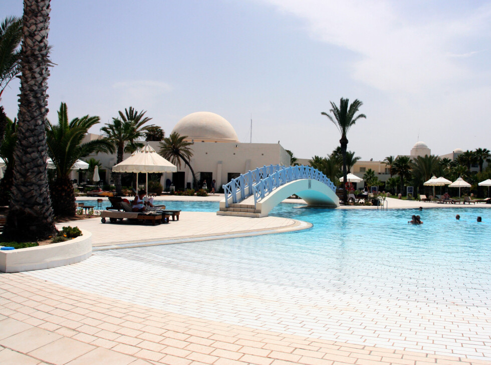 Det bygges stadig flere og flere hotellanlegg på Djerba. Her ser du svømmebassenget som hører til golf- og thalasso-hotellet Hotel Yadis Djerba. Foto: Kim Jansson