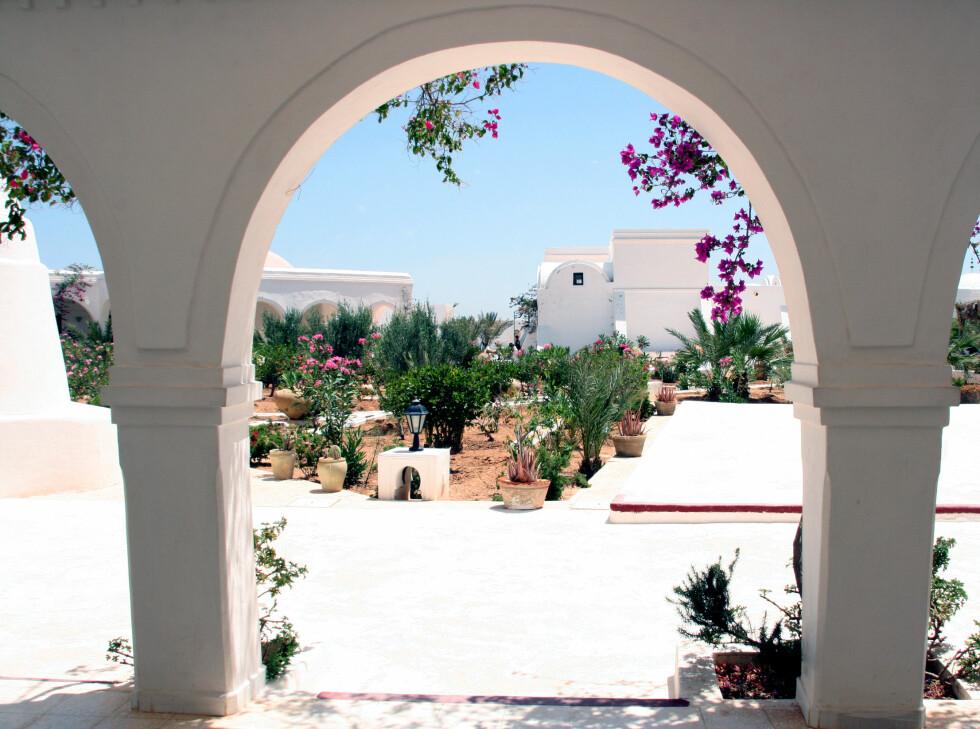 Hvitt og vakkert på museet Musee de Guellala, et av de mer populære turiststedene på Djerba. Foto: Kim Jansson