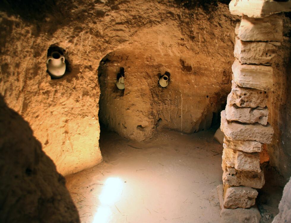 Guellalas pottemakerverksteder er enorme. Ta deg en titt rundt og oppdag huler og grotter fulle av potter. Foto: Kim Jansson