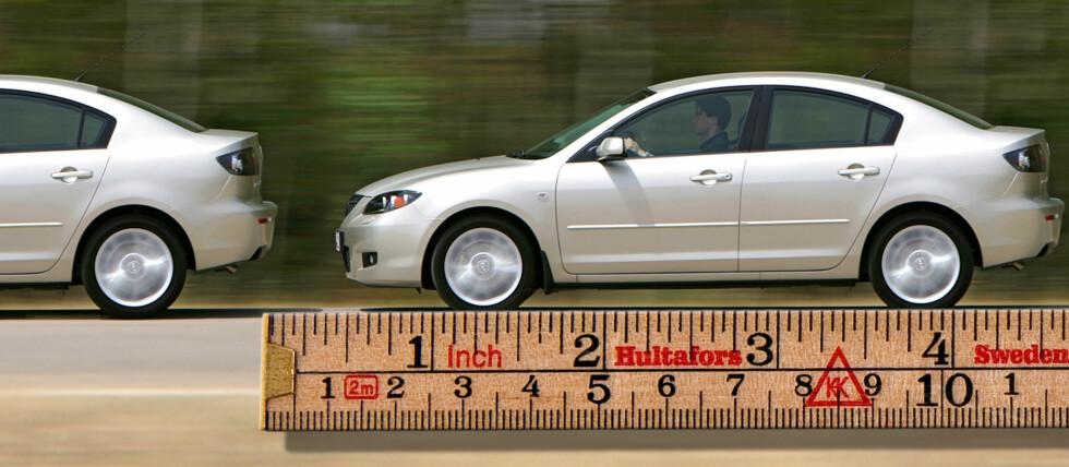 Er du blant dem som ofte ligger litt for tett oppi hekken på bilene foran deg? Da tar du store sjanser - i dobbel forstand. Foto: Per Ervland