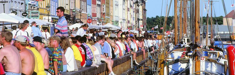 Kan du se for deg at du sitter her i sommer? Fra Nyhavn i København. Foto: Cees van Roeden/Visit Copenhagen