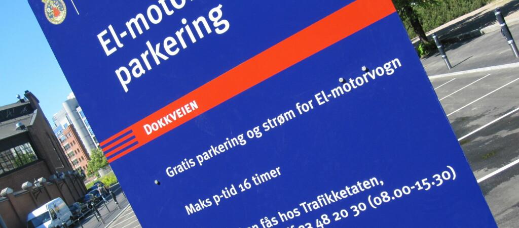 <strong>GRATIS:</strong> 50 elbiler og andre elkjøretøyer kan parkere gratis rett bak Aker Brygge i inntil 16 timer. Foto: KAROLINE BRUBÆK
