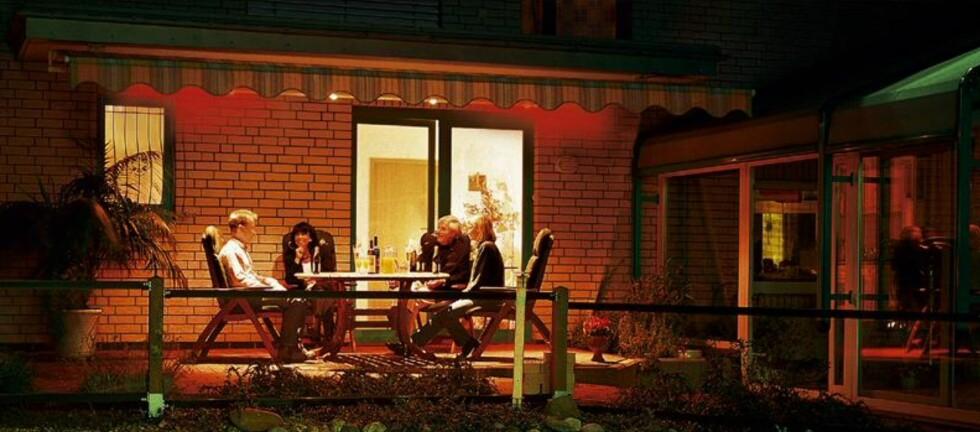 Med en terrassevarmer kan du nyte kveldene ute, selv om temperaturen egentlig sier noe annet.  Foto: Kjells Markiser