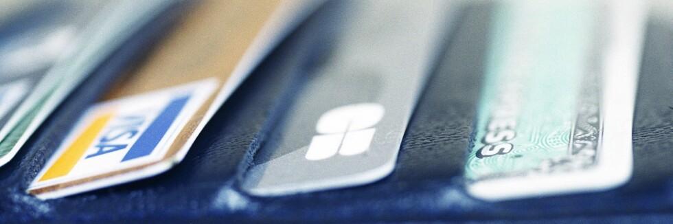 KREDITTKORT: Det kan være lurt å bruke kredittkort når du er ute og reiser. Foto: Colourbox