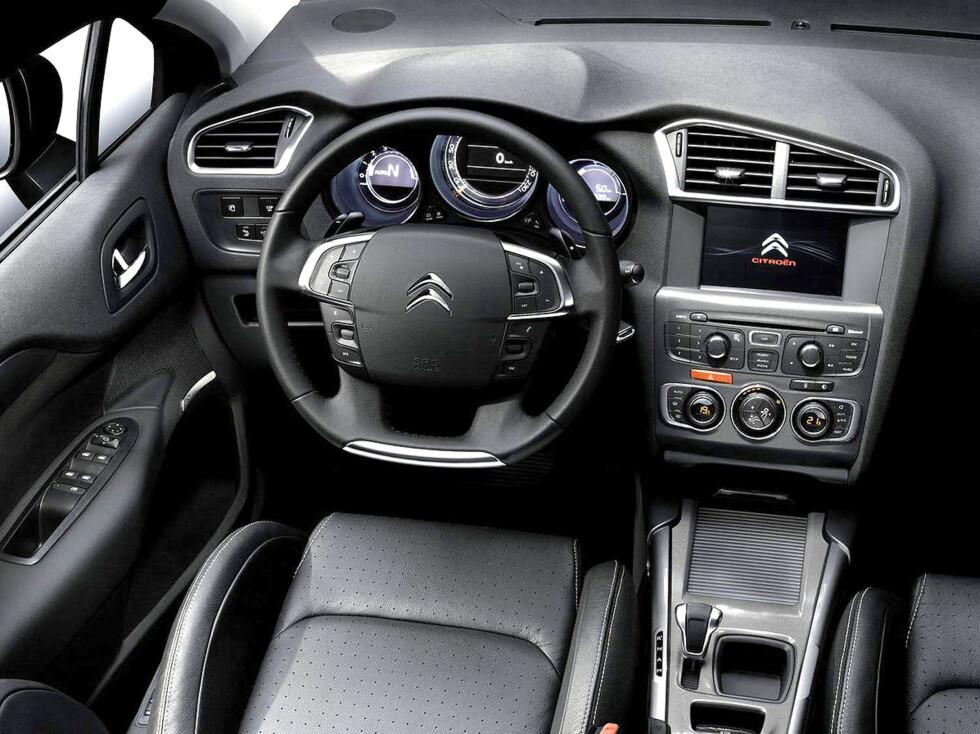 Et klart mer høyverdig interiør. Det faste rattnavet forsvinner. Foto: Jerome Lejeune, Citroën
