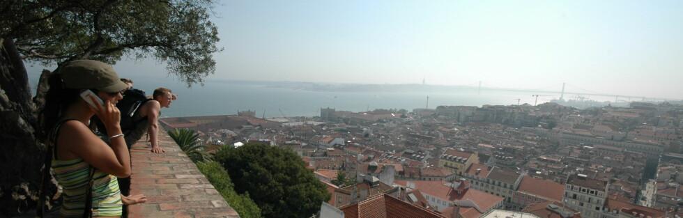 Slik er utsikten over byen fra Castelo de Sao Jorge. Foto: Hans Kristian Krogh-Hanssen