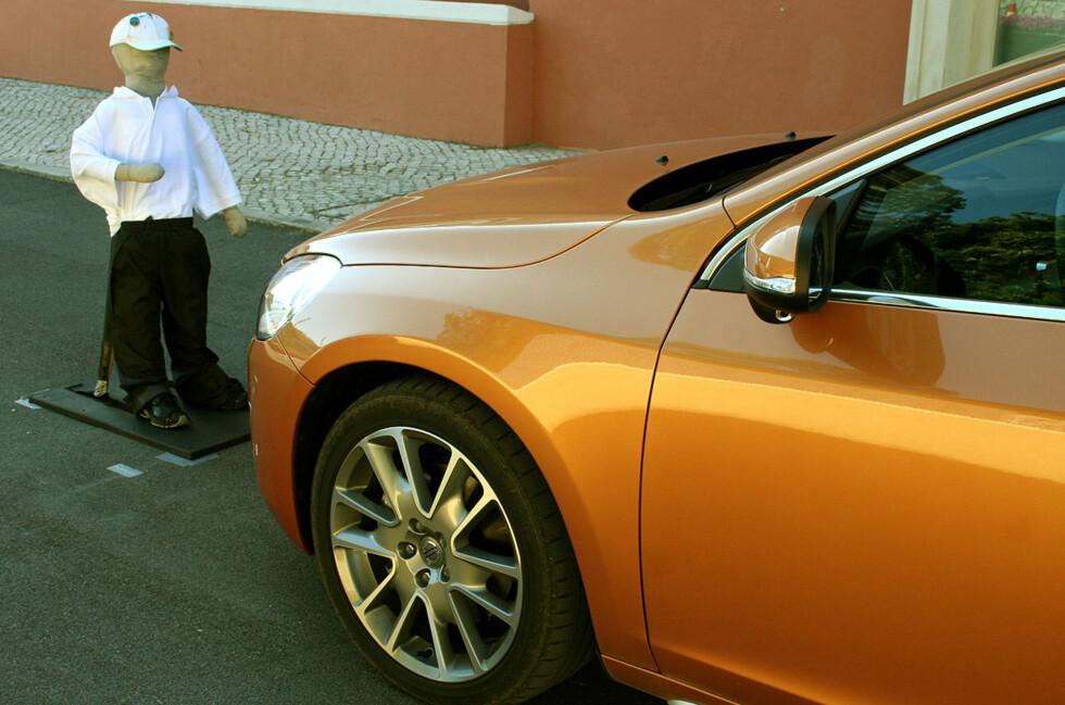 Volvo introduserer et system som hindrer påkjørsler av fotgjengere ved uaktsomhet. Foto: Knut Moberg