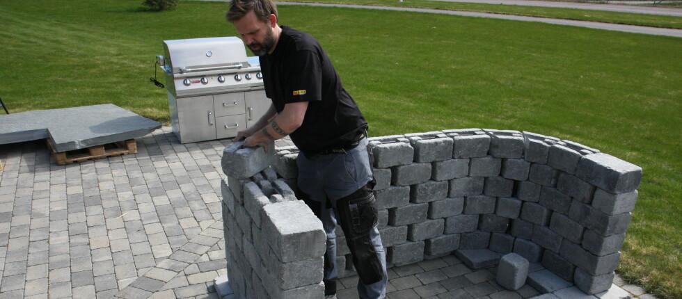 I videoen under viser Morten Hofstad hvor enkelt du kan bygge opp et utekjøkken.  Foto: Mediaplanet