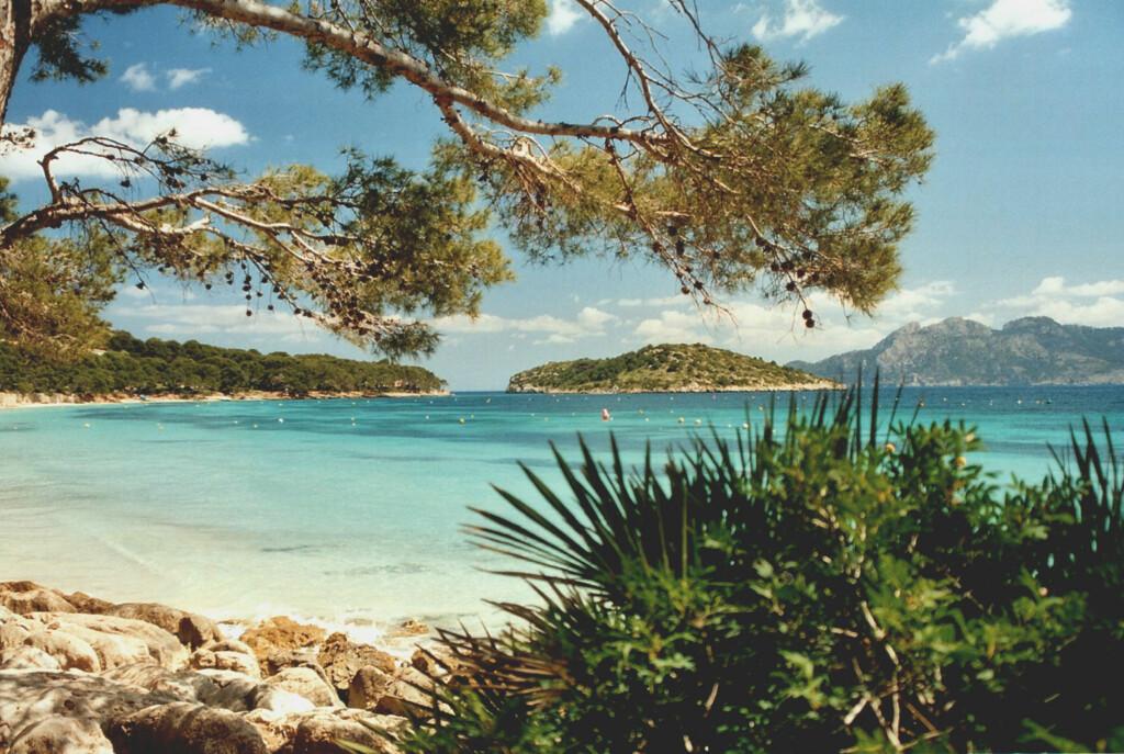 Formentor er en smal strand, så kom tidlig for å få plass. Foto: Berthold Werner